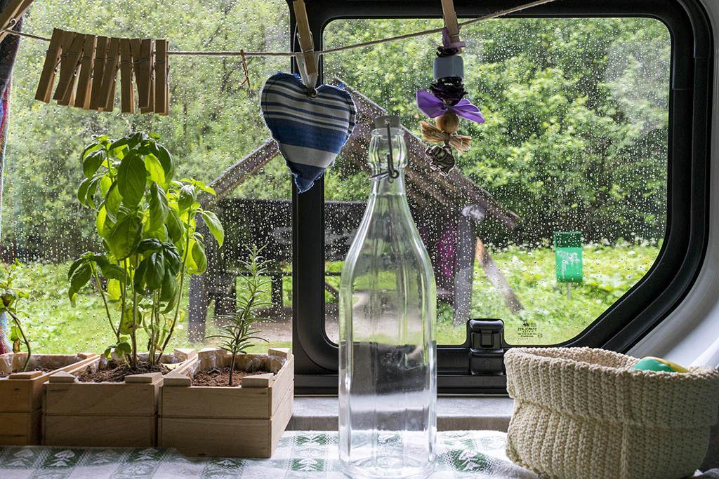 Acqua e pioggia in van