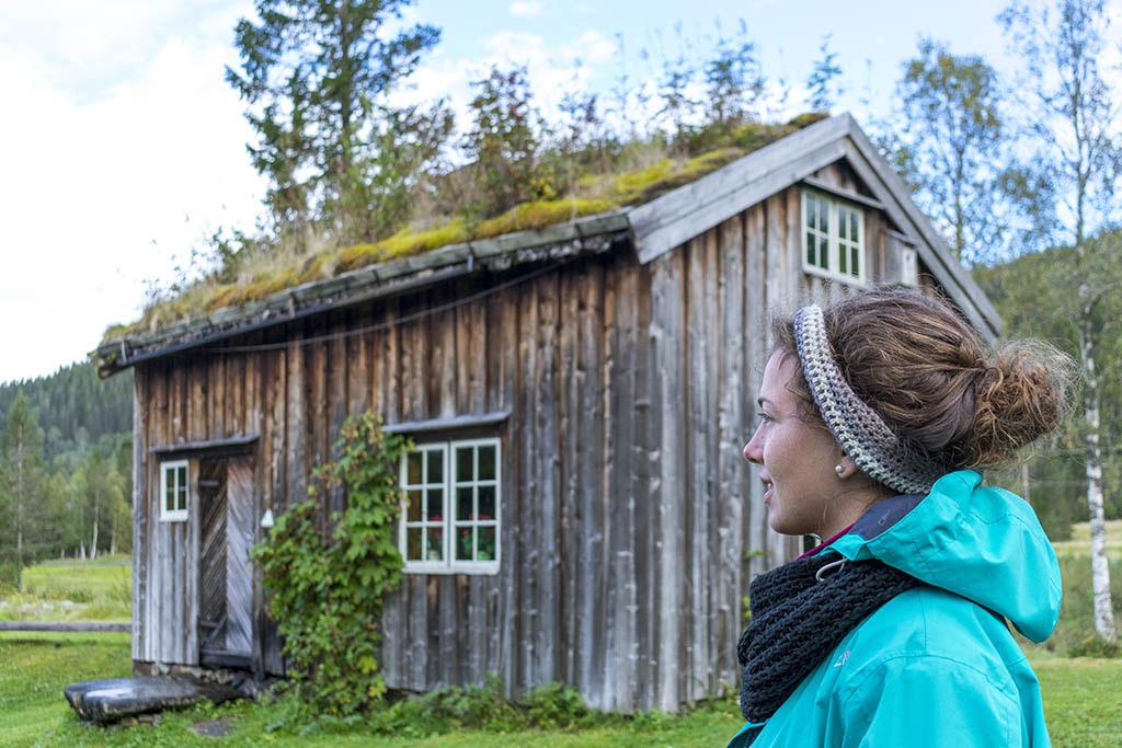 chiara con casa tipica norvegese
