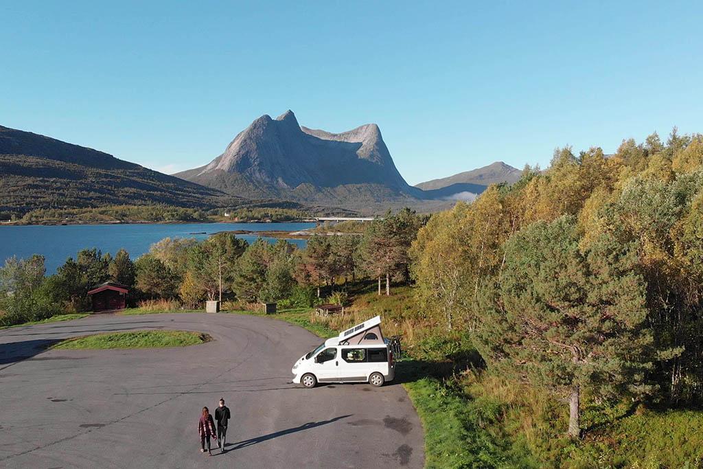 aroadtolive_marco-e-chiara_drone-van-in-norvegia